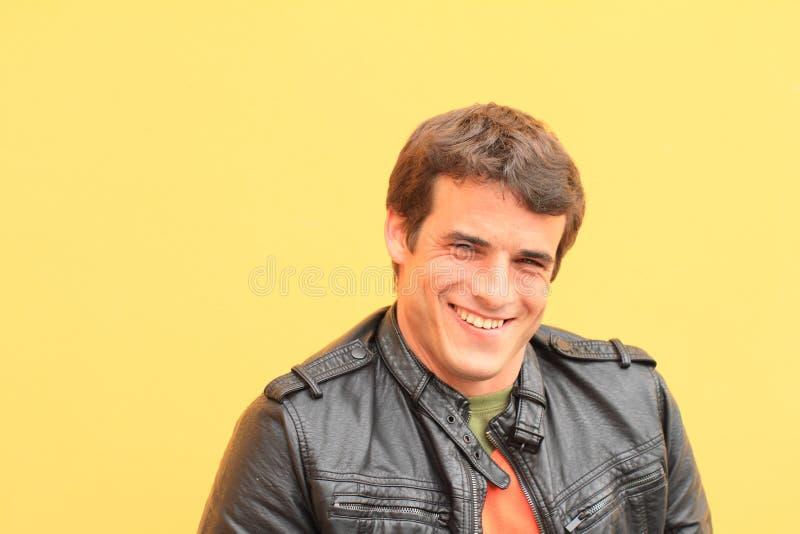 Portret van de glimlachende mens royalty-vrije stock afbeeldingen