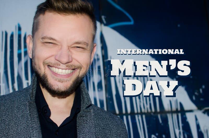 Portret van de glimlachende mens - mensen` s dag stock afbeelding