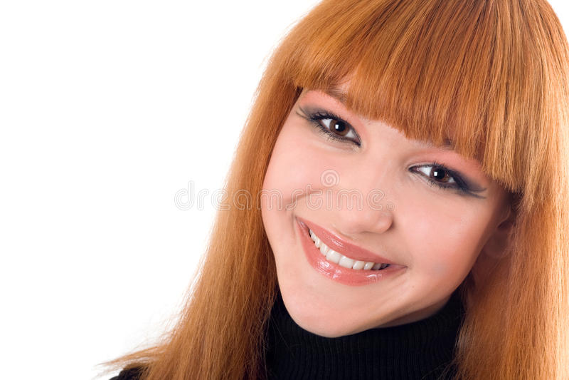 Portret van de glimlachende redheaded vrouw stock afbeelding