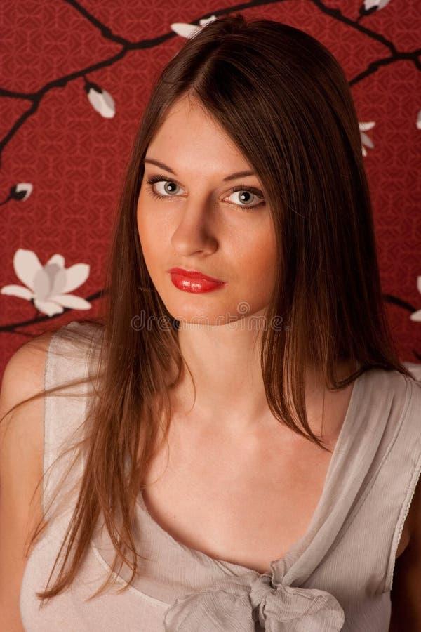 Portret van de jonge dame met groene ogen. stock afbeeldingen
