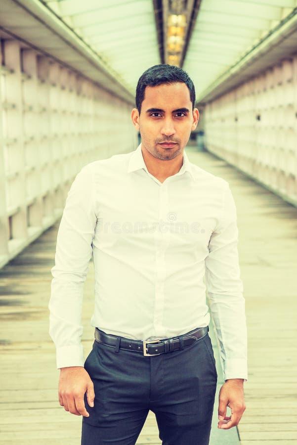 Portret van de Jonge Knappe Spaanse Amerikaanse Mens in New York royalty-vrije stock fotografie