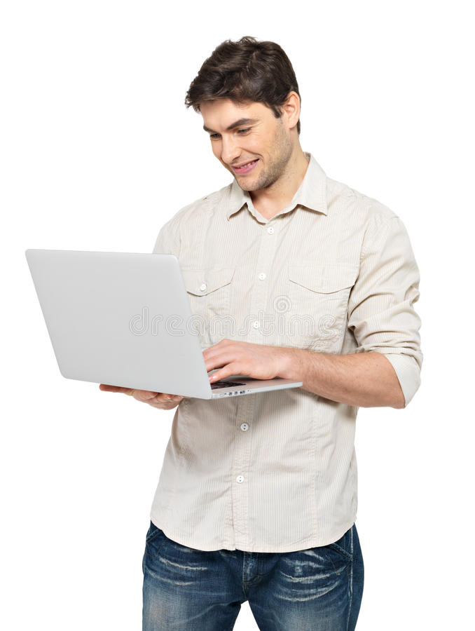 Portret van de jonge mens met laptop in toevallig royalty-vrije stock foto's
