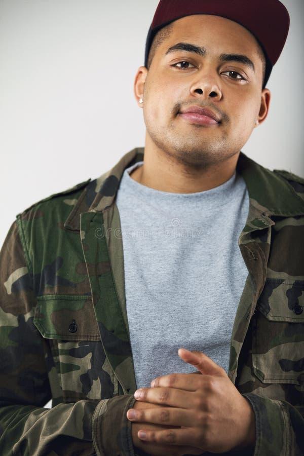 Portret van de jonge mens in toevallig royalty-vrije stock foto