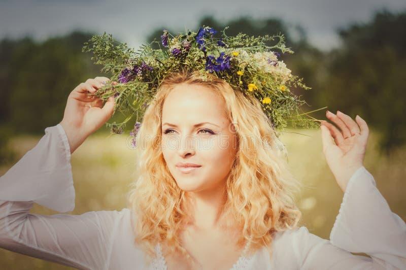 Portret van de jonge mooie vrouw stock foto's