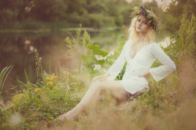 Portret van de jonge mooie vrouw royalty-vrije stock fotografie