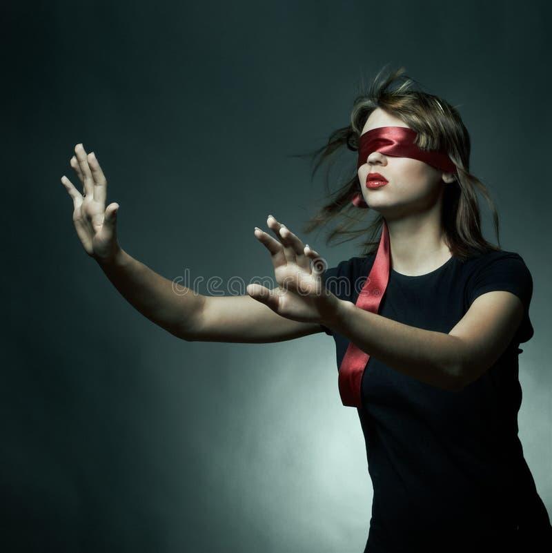 Portret van de jonge vrouwenblinddoek royalty-vrije stock foto's