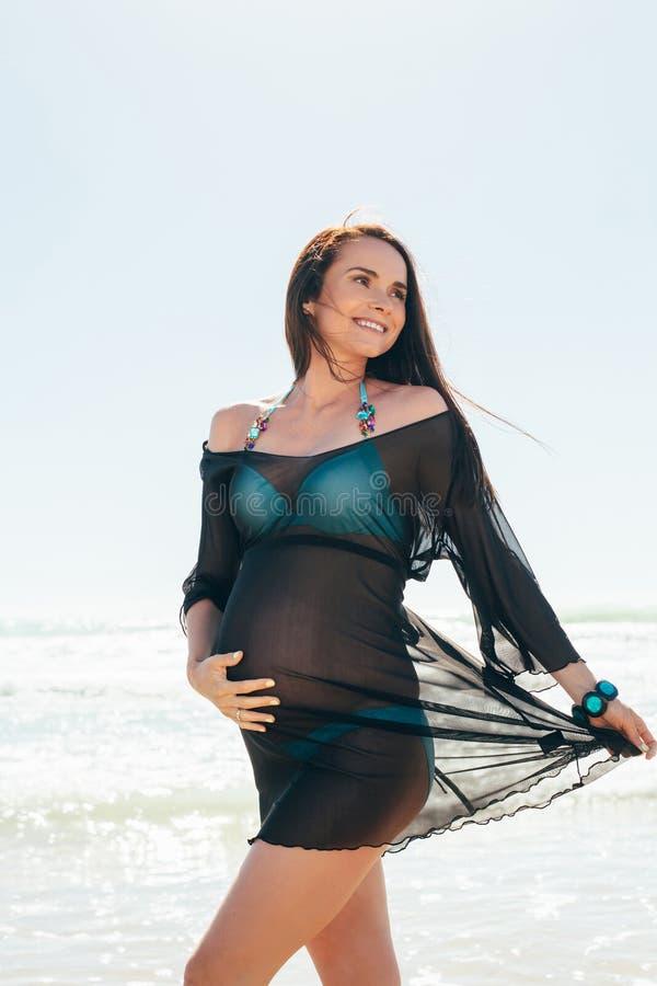 Portret van de jonge zwangere vrouw stock fotografie