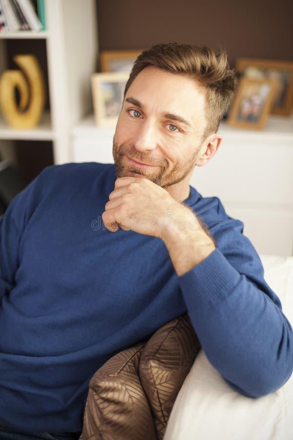 Portret van de knappe mens royalty-vrije stock afbeelding