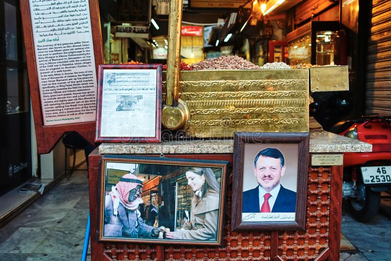 Portret van de konings het faisal straat van HRH-Koning Abdullah II en Koningin Rania in een Pindabox, AMMAN, JORDANIË royalty-vrije stock fotografie