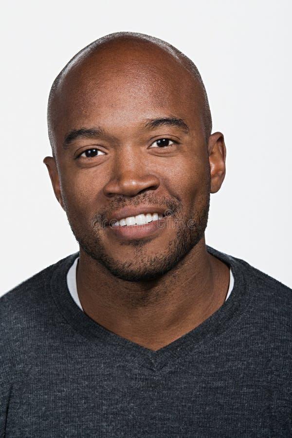Portret van de medio volwassen Afrikaanse Amerikaanse mens stock foto's