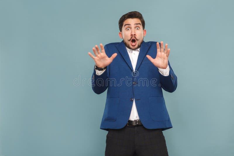Portret van de mens met verrast gezicht Open mond en schreeuw stock foto's