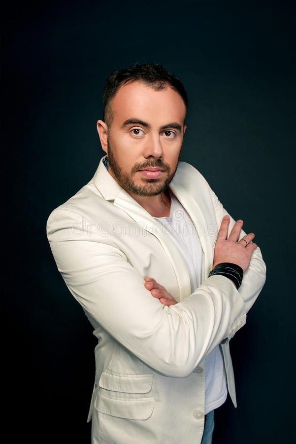 Portret van de mens in witte kostuums royalty-vrije stock foto