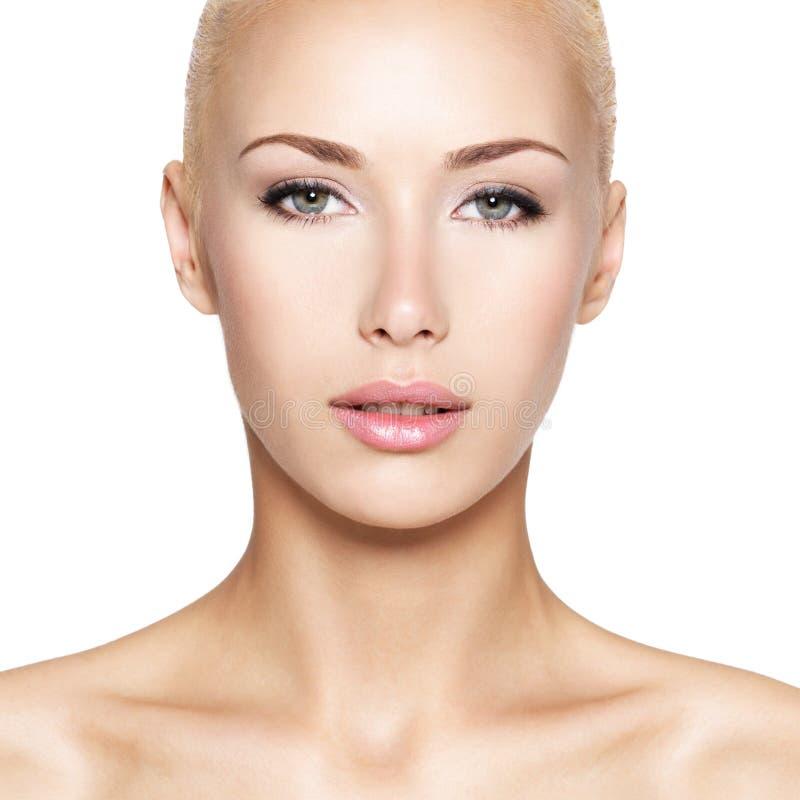 Portret van de mooie blonde vrouw stock fotografie