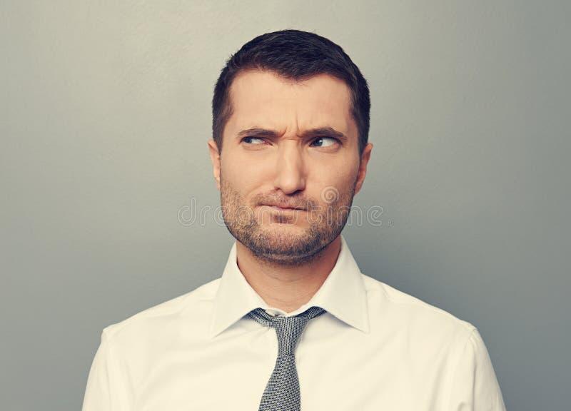 Portret van de nadenkende mens stock fotografie
