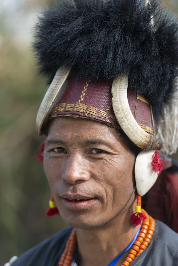 Portret van de Naga het Stammenstrijder bij Hornbill-festival, Kohima, Nagaland, India op 1 December 2013 stock afbeelding