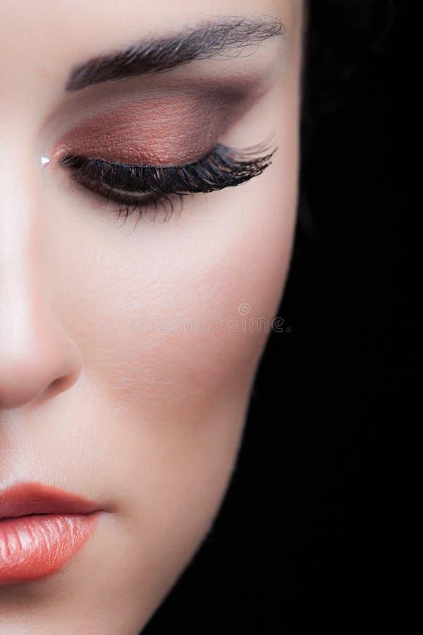 Portret van de schoonheids het jonge vrouw met de perfecte studio van de make-upclose-up royalty-vrije stock foto