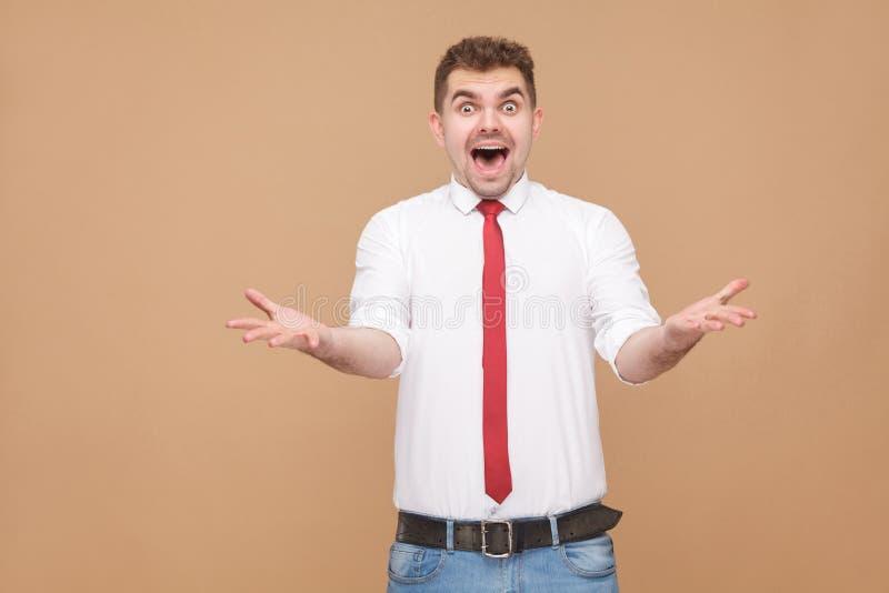 Portret van de verraste en geschokte mens met open mond royalty-vrije stock afbeeldingen