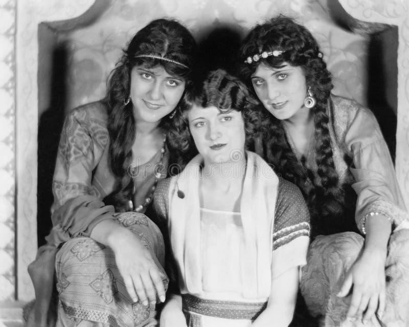 Portret van drie vrouwen (Alle afgeschilderde personen leven niet langer en geen landgoed bestaat Leveranciersgaranties dat er za stock fotografie