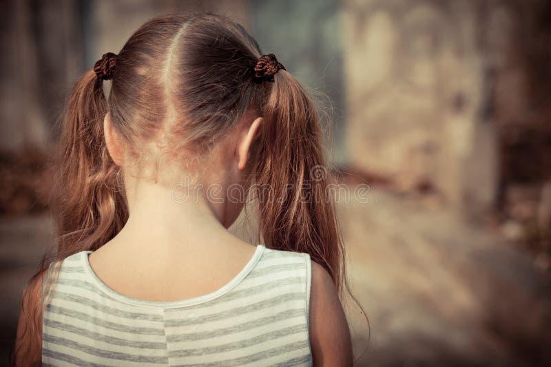 Portret van droevig kind stock afbeeldingen