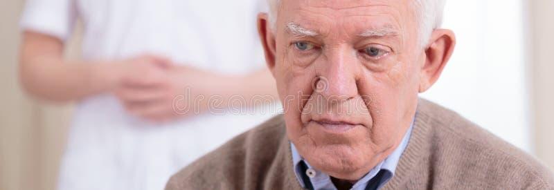 Portret van droevige gepensioneerde stock fotografie