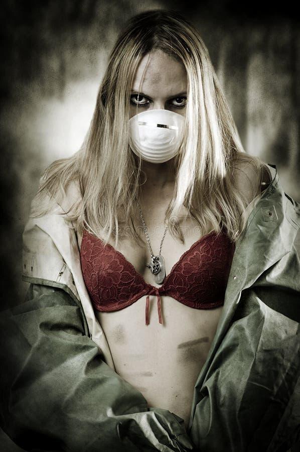 Portret van Droevige vrouw in ademhalingsmasker royalty-vrije stock afbeelding