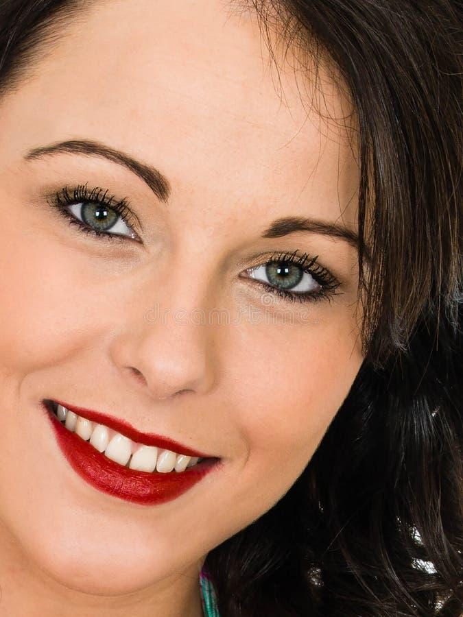 Portret van een Aantrekkelijke Gelukkige Glimlachende Succesvolle Jonge Vrouw stock foto's