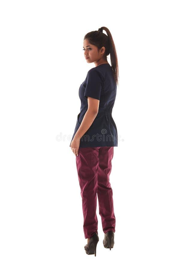 Portret van een aantrekkelijke jonge vrouwelijke arts in een medische uitrusting stock foto's