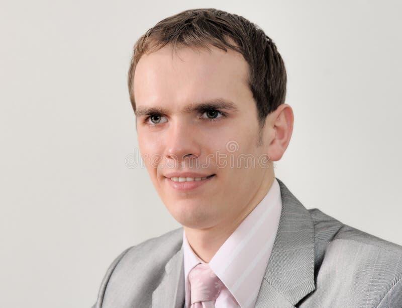 Portret van een aardige die zakenman op witte achtergrond wordt geïsoleerd royalty-vrije stock afbeelding