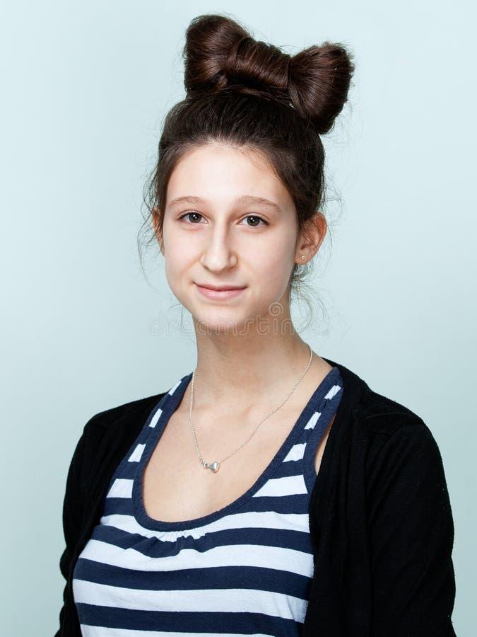 Portret van een aardige tiener met mooi kapsel royalty-vrije stock foto's