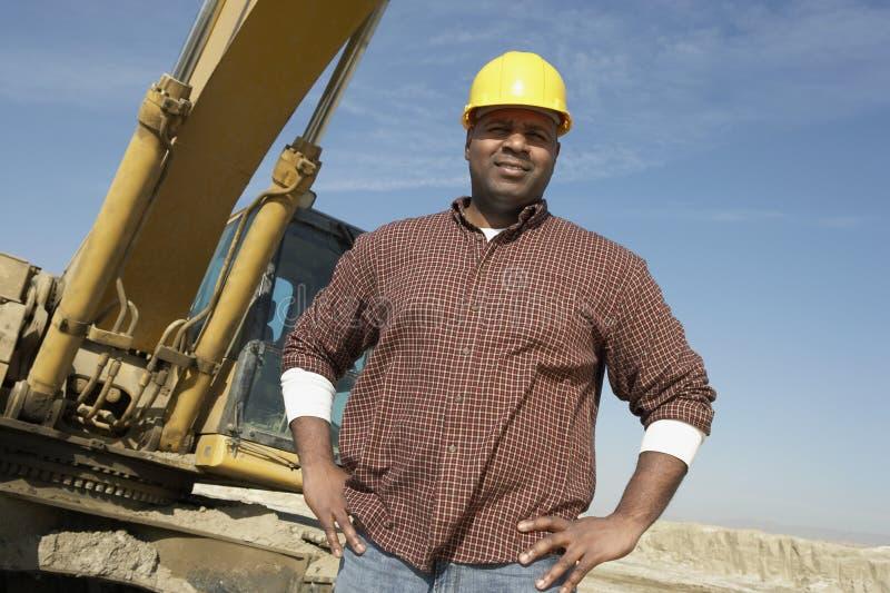 Portret van een Arbeider bij Bouwwerf stock foto's