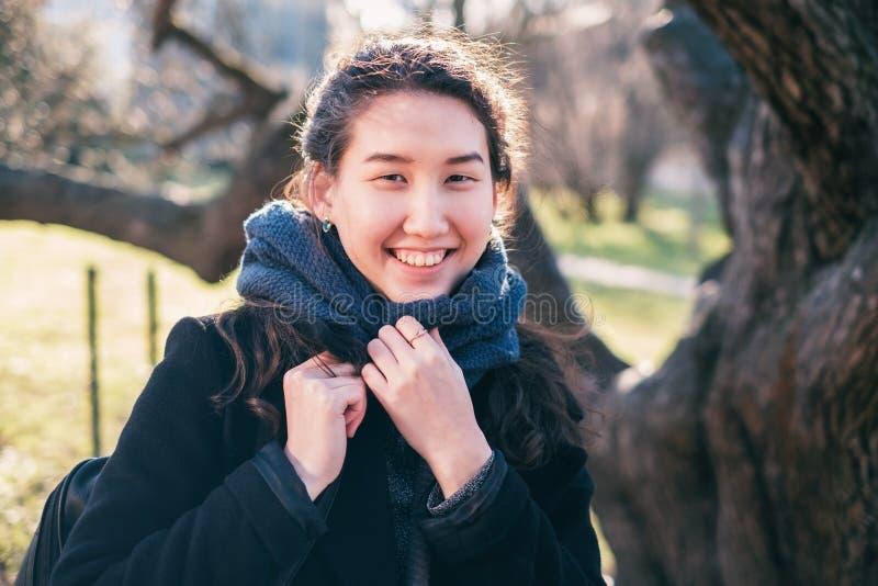 Portret van een Aziatisch gelukkig meisje royalty-vrije stock fotografie