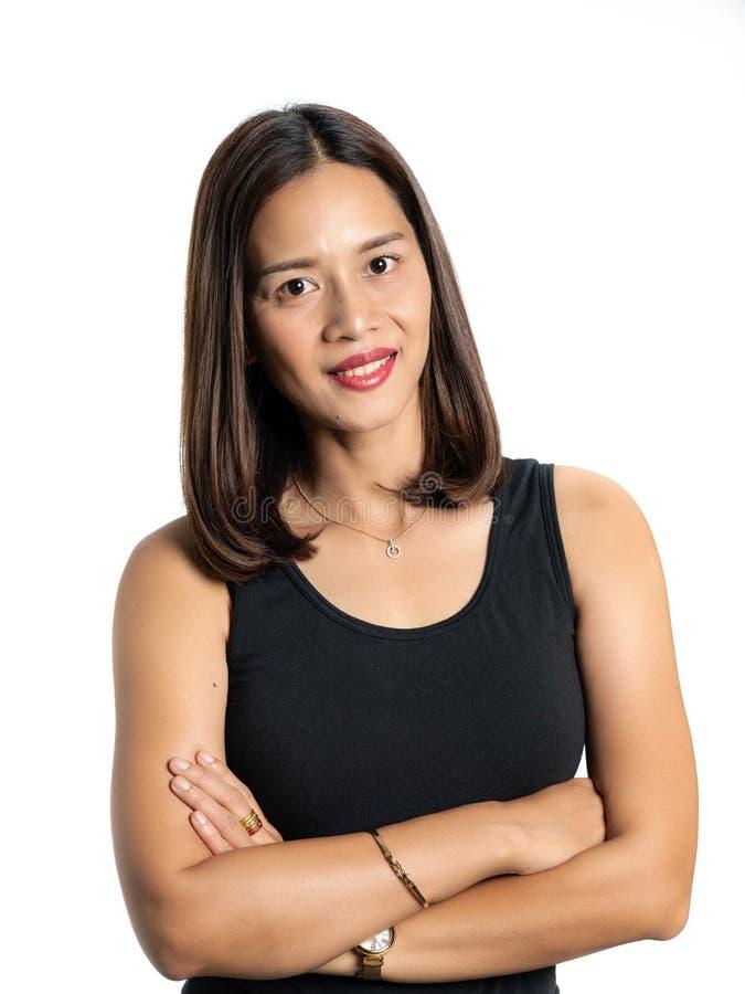 Portret van een Aziatische mooie die vrouwenhuid in zwarte dres wordt gelooid royalty-vrije stock foto