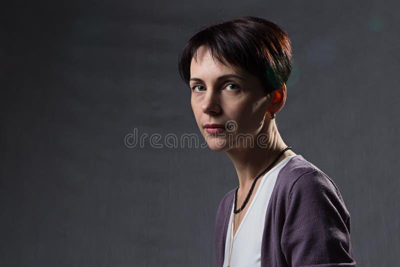 Portret van een beautyful vrouw stock afbeeldingen