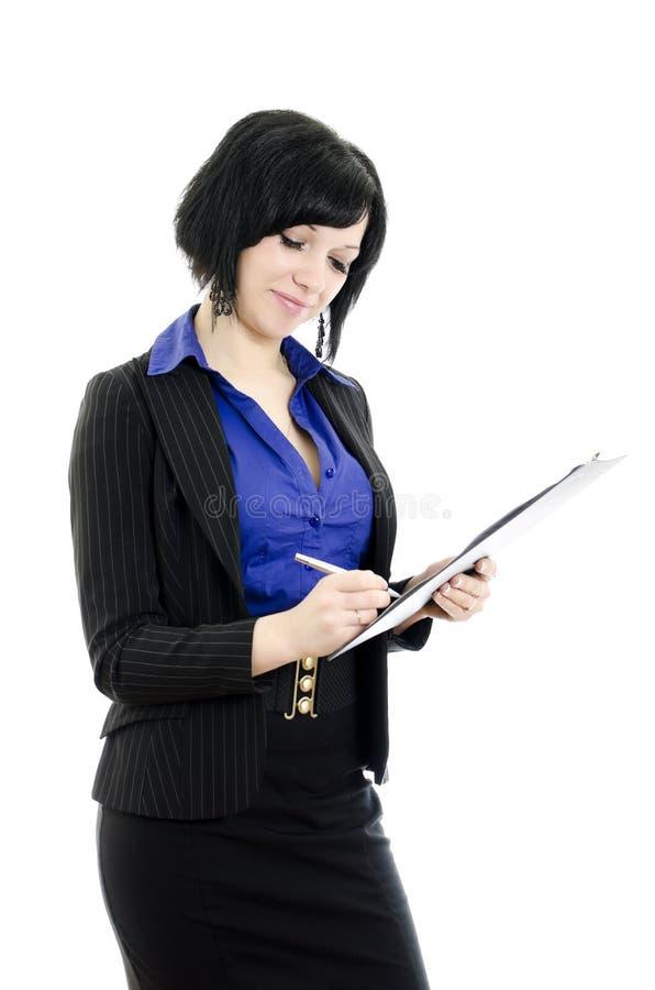 Portret van een bedrijfsvrouw die document ondertekent. royalty-vrije stock afbeelding