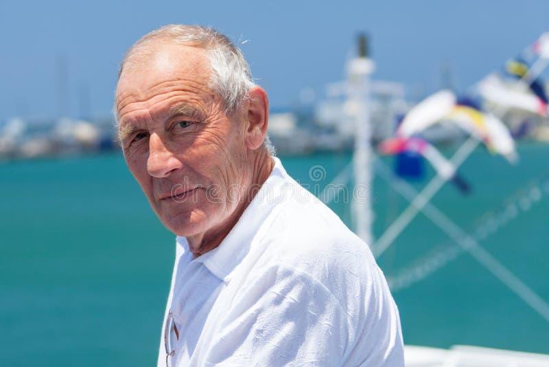 Portret van een bejaarde stock afbeelding