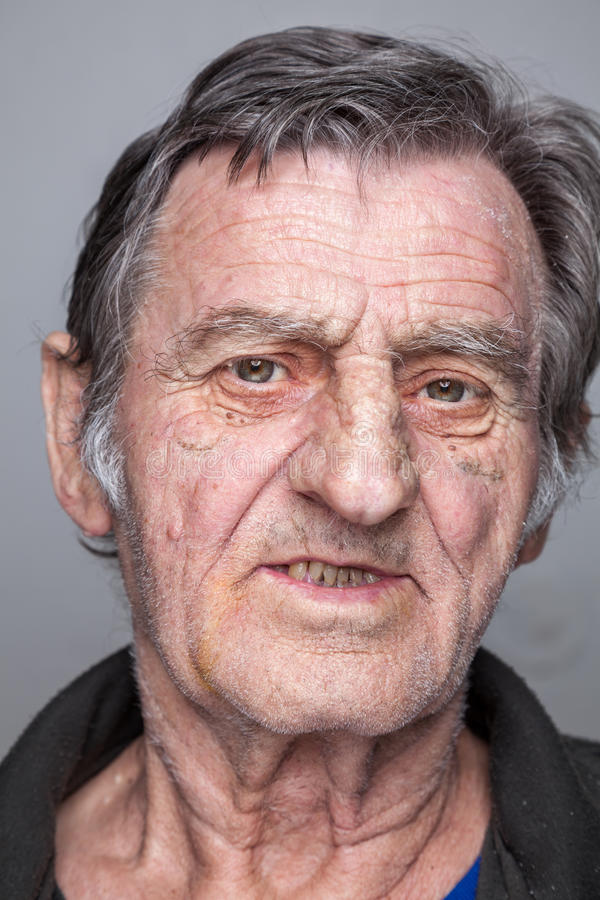 Portret van een bejaarde stock afbeeldingen