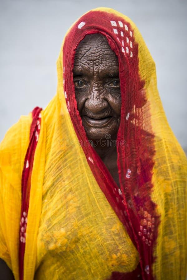 Portret van een bejaarde Indische vrouw royalty-vrije stock foto's