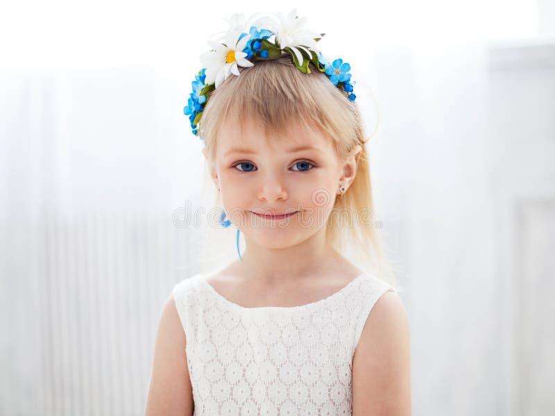 Portret van een blonde meisje royalty-vrije stock foto's