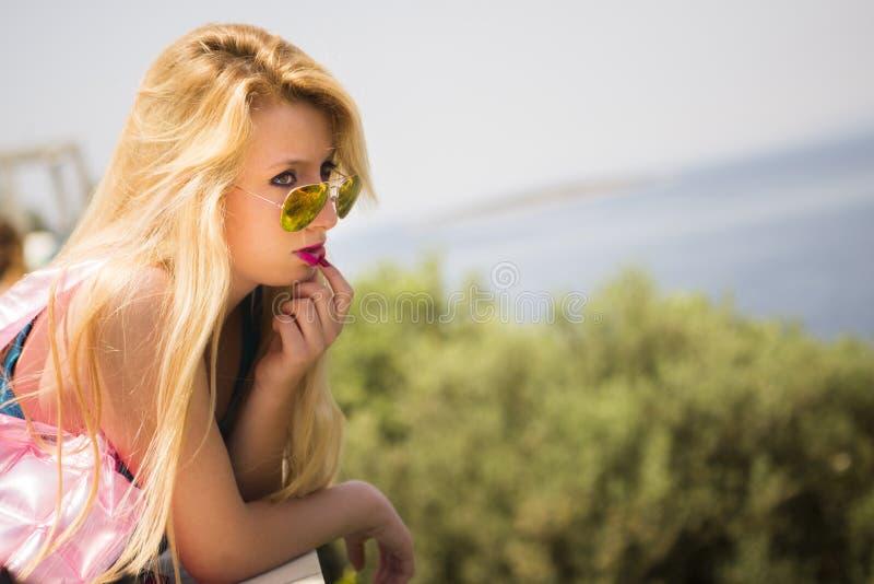 Portret van een blonde vrouw royalty-vrije stock afbeeldingen