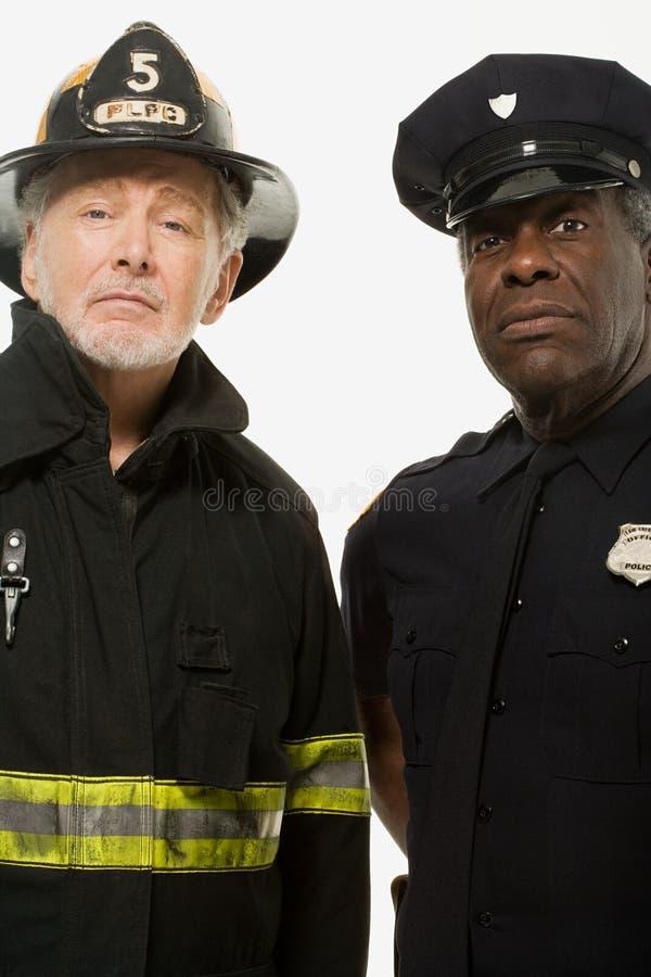 Portret van een brandbestrijder en een politieman stock afbeeldingen
