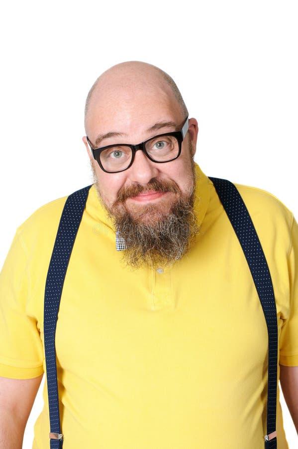 Portret van een dikke grappige mens op middelbare leeftijd in heldere gele doek stock fotografie