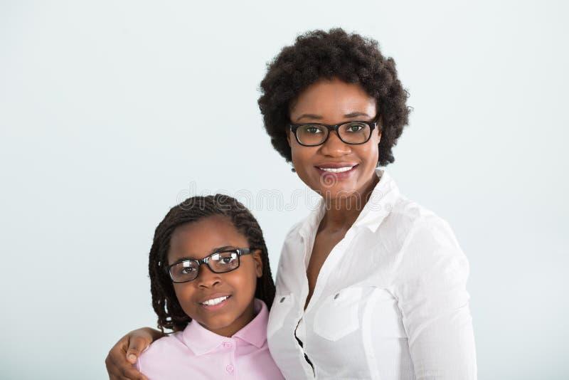 Portret van een dochter en een moeder stock afbeelding