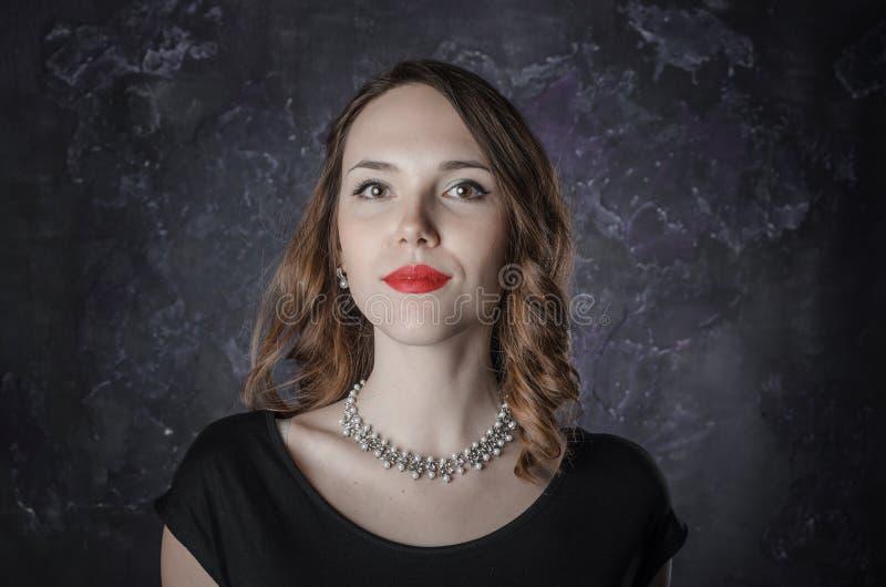 portret van een donkerbruine vrouw royalty-vrije stock foto's