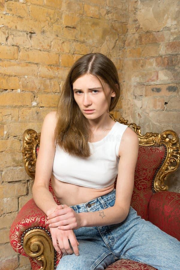 Portret van een droevig meisje stock foto's