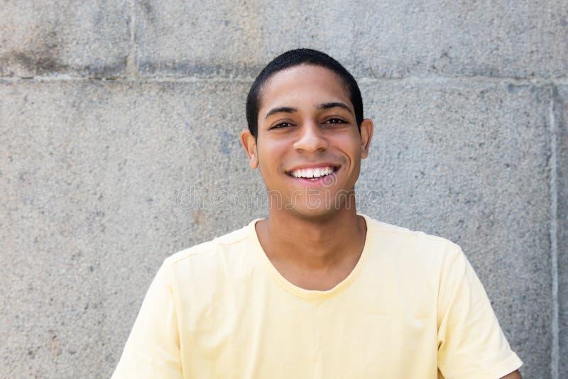 Portret van een Egyptische jonge volwassen mens stock afbeelding
