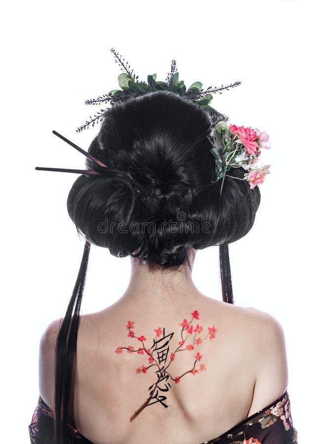 Portret van een geisha van rug Cijferkers en hiërogliefen royalty-vrije stock afbeelding