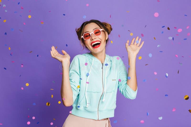 Portret van een gelukkig jong meisje stock afbeelding