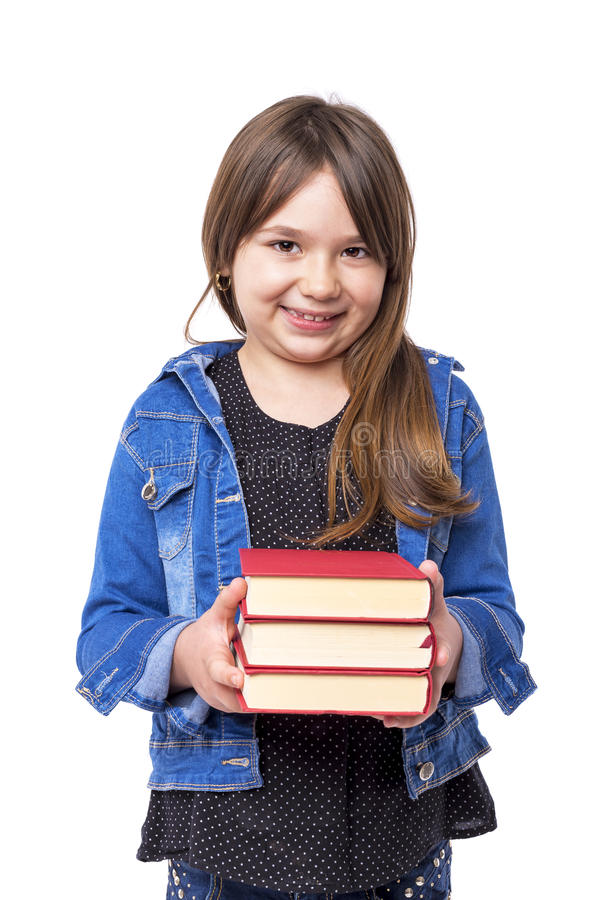 Portret van een gelukkig schoolmeisje die sommige rode boeken houden stock fotografie
