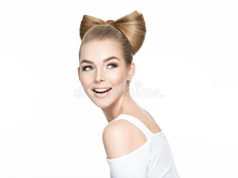 Portret van een gelukkig vrolijk meisje stock afbeeldingen