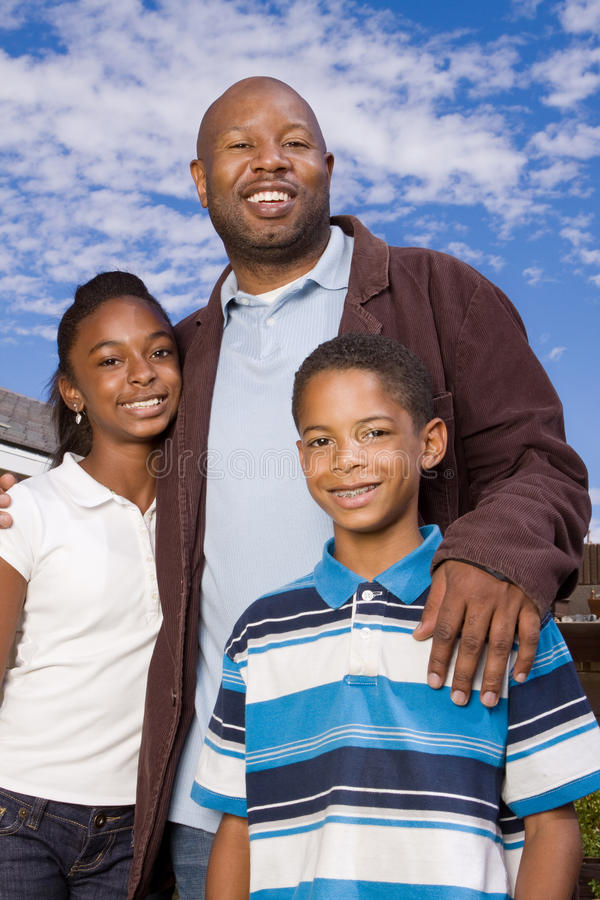 Portret van een gelukkige Afrikaanse Amerikaanse familie royalty-vrije stock afbeeldingen